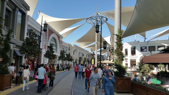 Vialand Mall in Istanbul (Isfanbul)