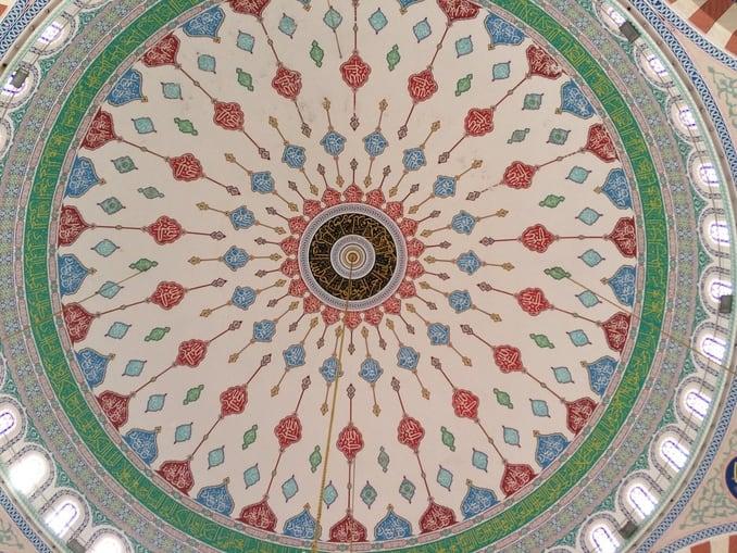 القبة من الداخل في جامع المقداد