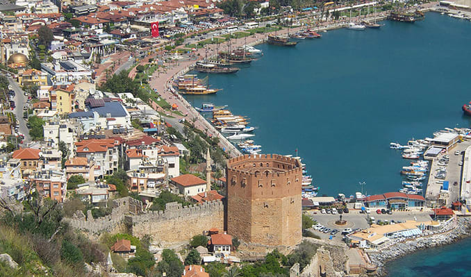 عدد السياح في أنطاليا