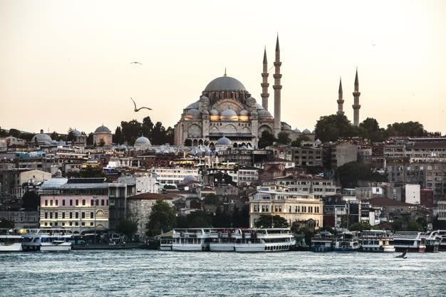 السياحة في اسطنبول في العطلة الانتصافية