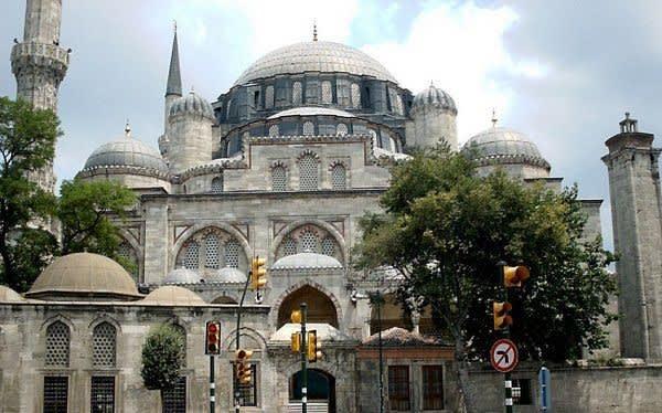 جامع السلطان ايوب وتلفريك مقهى بيرلوتي