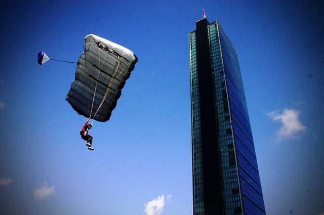 Parachuting in Istanbul