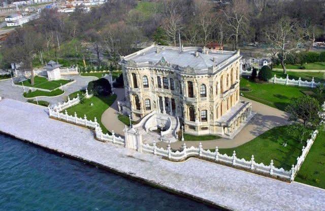 قصر كوجوكسو في اسطنبول