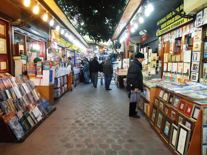 سوق الصحفيين في اسطنبول
