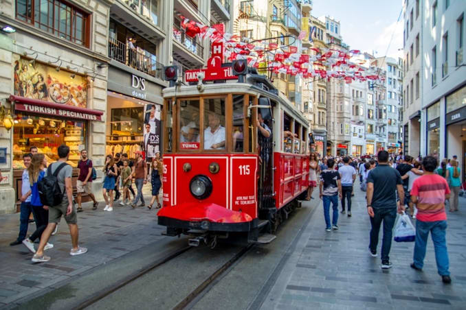 أسواق شارع الاستقلال إسطنبول
