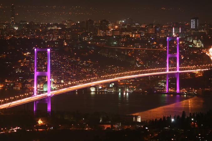 جسر البوسفور في الليل