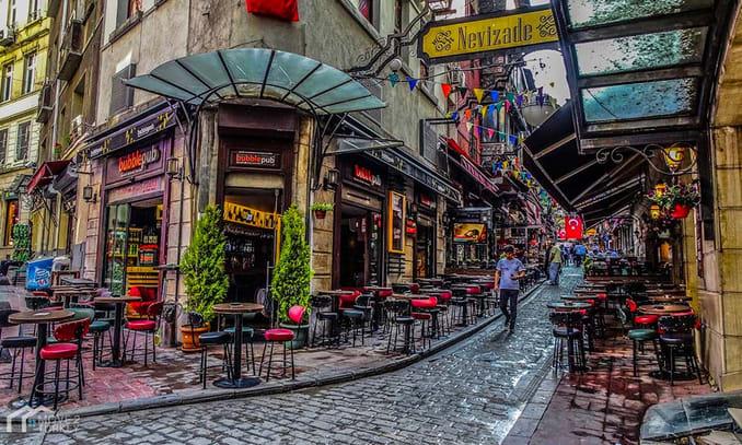 مطاعم ومقاهي شارع الاستقلال في اسطنبول