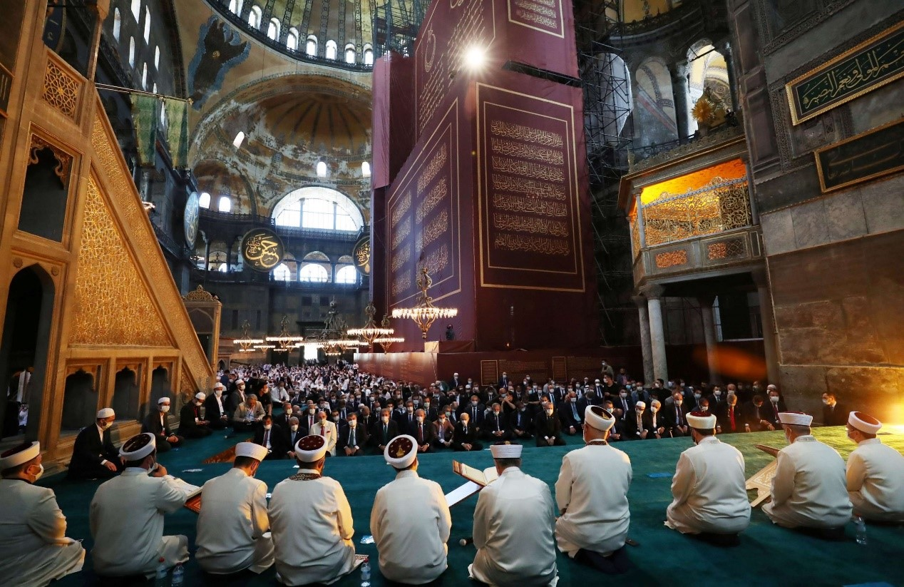 Aya Sofya Holds the First Prayer for 86 Years
