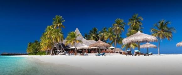 Naifaru Beach