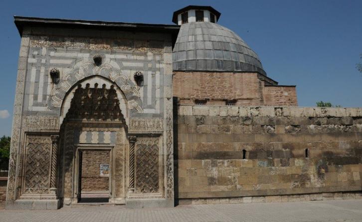 متحف ومدرسة كاراتى اجمل متاحف قونيا