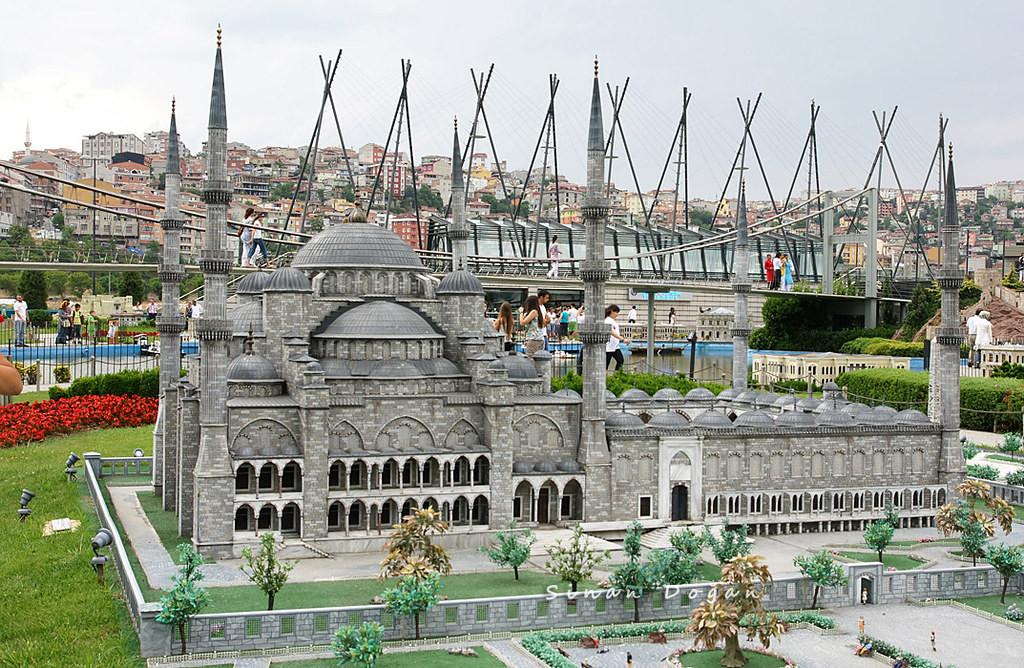 عرض الربيع في إسطنبول